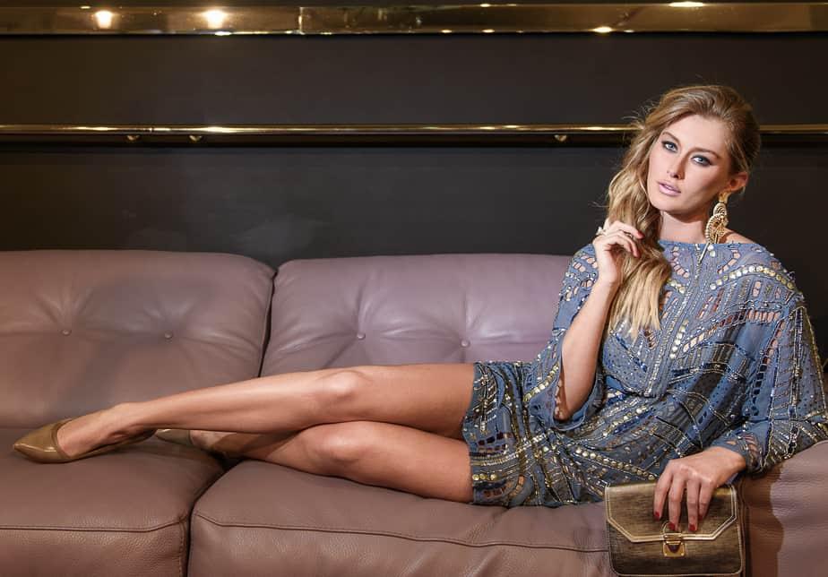 שמלה: שלומית אזרד; נעליים; אייס קיוב; תיק: קאלה; עגילים: דורי צ'נגרי