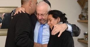 נשיא המדינה בבית משפחת בקל צילום צילום אלכס ניימן  (2)
