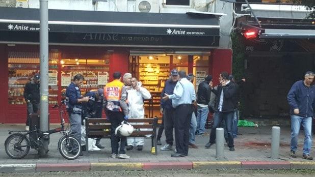 """2 הרוגים ו-7 פצועים בפיגוע ירי לעבר פאב ברחוב דיזינגוף בתל אביב - צילום דוברות מד""""א"""