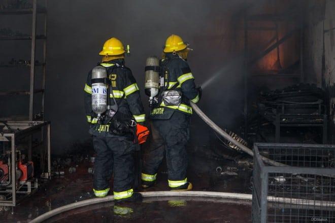 המפעל נשרף כליל (צילום: דוברות כבאות חוף)