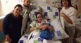 הזוג אמסלם בנם והסבתות (צילום: מרכז רפואי גליל)