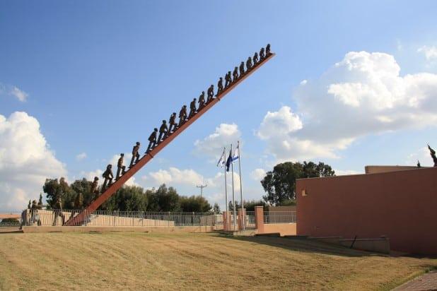 """האנדרטה לזכר הנופלים (צילום: יח""""צ)"""
