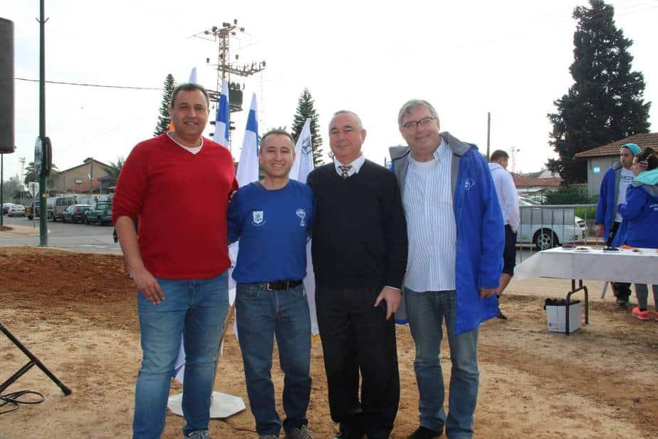 חורשה חדשה. ישראל ויינשל, אלי דלל, ערן עפרוני וסיימון דווידסון (צילום: עיריית נתניה)