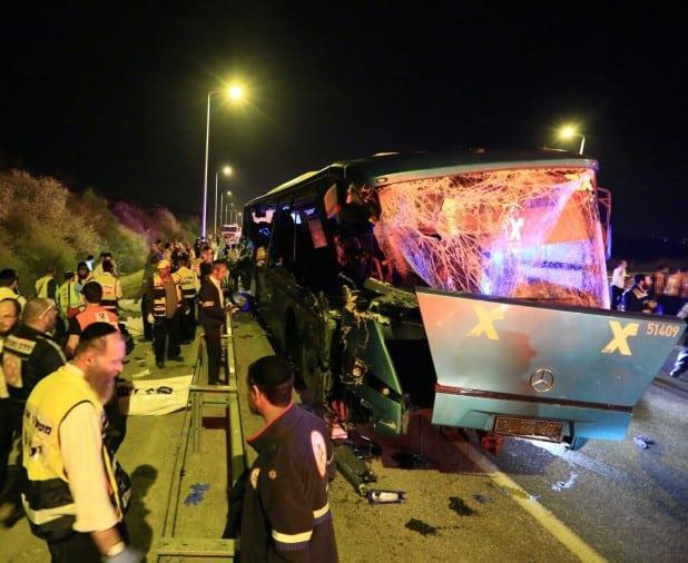"""התאונה בכביש מספר 1 השבועצילום: דוברות מד""""א"""