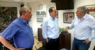 גנדלמן וזיגדון עם מנהל הרשות הארצית לתחבורה (צילום: עיריית חדרה)