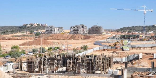 כאן בונים! העיר החדשה חריש בבנייה. צילום יוסף כהן