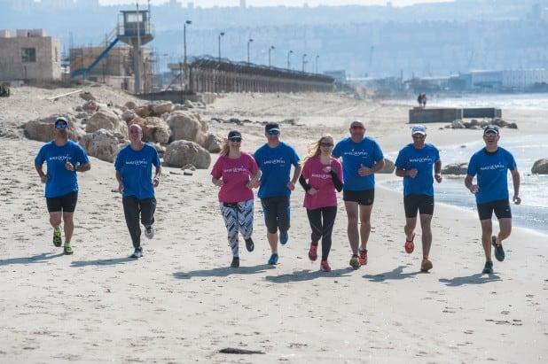 קבוצת משוגעי הר לעמק מתכוננים לריצת מרתון (צילום: דורון גולן)