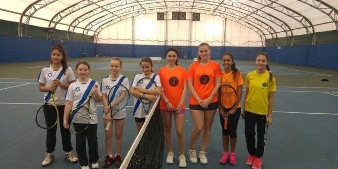 עלו והצליחו. קבוצת הנערות של עכו (צילום: באדיבות המרכז לטניס עכו)