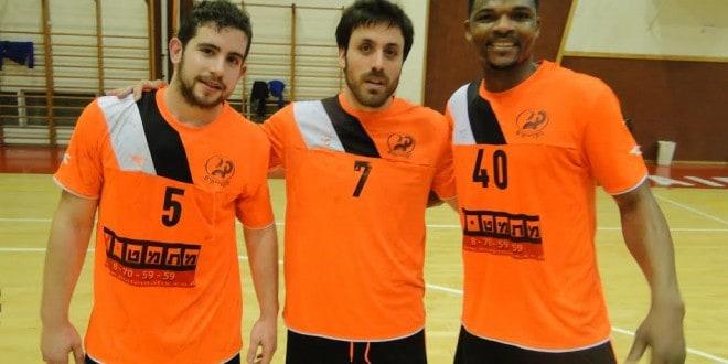 איסר רביץ בדרך הנכונה. מימין: טונדיי עבדול ראשיד, מור קמחי ומורן ספיבק