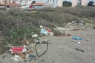 פינוי קודם בחוף כאן (צילום: רשות מקרקעי ישראל)