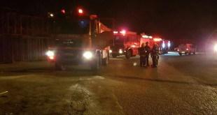 כוחות כיבוי אש מחוץ למפעל לפנות בוקר (צילום: כיבוי אש מחוז חוף)