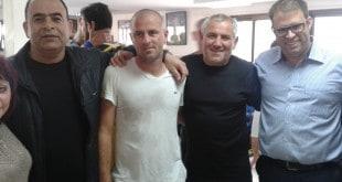 """ח""""כ אורן חזן (מימין) עם אנשי מעלות (צילום: זיו פרבר)"""