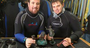 אזרחים למופת. מימין: רן פיינשטיין ועופר רענן, הצוללים, לאחר הגילוי. צילום: מועדון צלילה קיסריה העתיקה