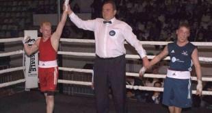 והזוכה הוא. דוד אלברדיאן מוכתר כאלוף התחרות (צילומים: באדיבות כפפות הזהב נהריה)