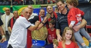"""חולמים על ליגת האלופות. היו""""ר קישון (משמאל) והמאמן כץ, בטקס הכתרת האליפות האחרונה (צילום: דורית ריטבו)"""