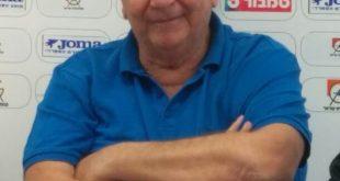 """ימשיכו יחד? יו""""ר הפועל עכו דודי רוזנפלד עם המאמן מומי זפרן (צילום: ויקטור כהן)"""