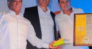 אלישע לוי (מימין), ראש העיר בן שטרית, וסגנו אליעזר כהן זדה (צילום: דוברות העירייה)