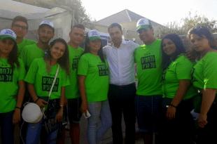 נתנאל טויטו עם תומכים (צילום עצמי)