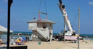 פינוי סוכת המציל לחוף פולג (צילום: דגנית בר קציר)
