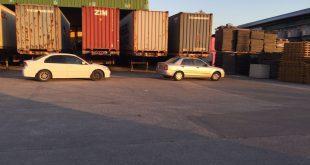 מונעים יציאת המשאיות. מפעל פלציב (צילום עצמי)