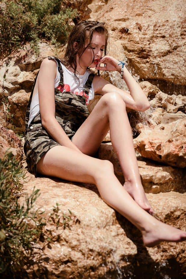 אוברול, חולצה וצמיד: יפו תל אביב