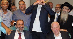 השר דרעי וראש העירייה רונן פלוט (צילום המשרד לפיתוח הנגב והגליל)