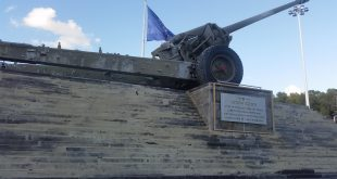 התותח בכניסה לעיר. ביקורת ציבורית קשה צילום: רותם כבסה