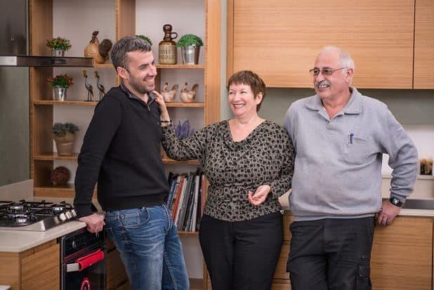 """""""מטבח זה משפחה"""". ראול, טלי ועופר פורמגו'  (צילום: עמוס בר זאב)"""