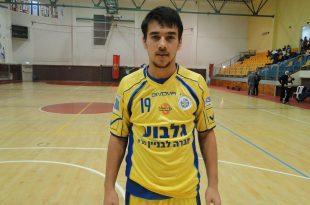כבש 4 שערים. סרגיי נוסקוב (צילום: איסר רביץ)