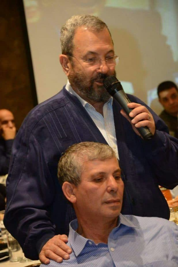 אהוד ברק מברך את שלום שמחון  (צילום: פרטי)