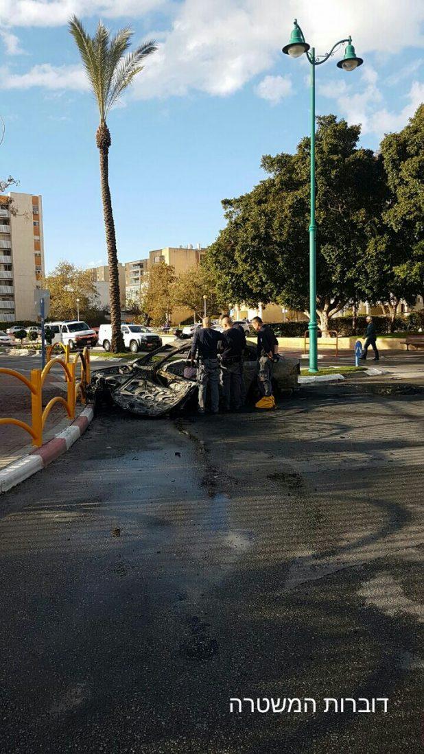 המכונית השרופה. קרית ים צילום: דוברות המשטרה