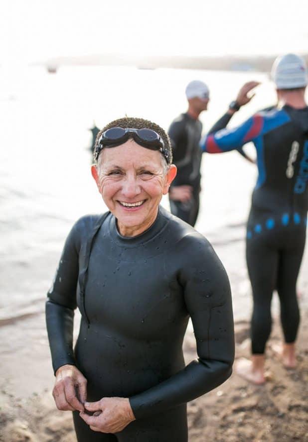 טובה קידר יצאה מהמים צילום טריהארד קבוצת ריצה וטריאלתון