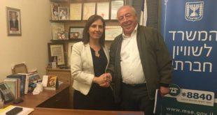 """השרה גמליאל יחד עם ראש עיריית קרית ים דוד אבן צור צילום:יח""""צ"""