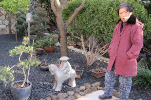 צ'יאקו ליד הפסל