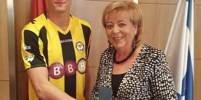 פעם צהוב. ארון שוינפלד ומרים פיירברג-איכר (צילום ארכיון: עיריית נתניה)