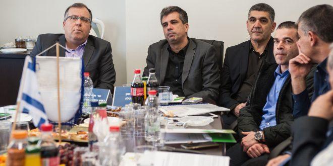 שר הכלכלה והתעשייה, אלי כהן, בביקור באזור התעשייה בקרית ביאליק. צילום: דורון גולן