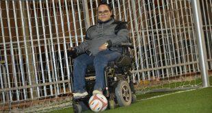 שלומית דהן במגרש הכדורגל. אהבת חייה (צילום: הילה אייזינגרׂ)