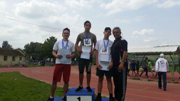 האתלטים הזוכים ומאמנם דודו כהן (צילום עצמי)