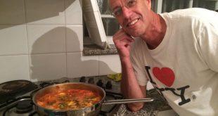 אבי שקדי מבשל. התגובות מהללות (צילום: עצמי)