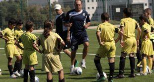 בני לם באימון קבוצות של בית ספר לכדורגל (צילום ארכיון: רולנדי ברנשטיין)