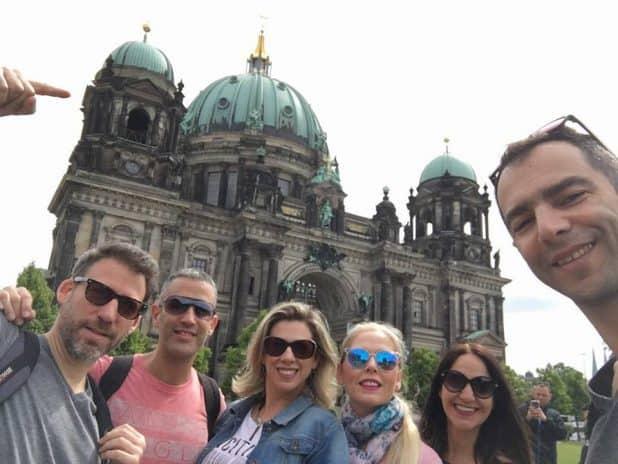 החבורה מפולג בברלין צילום עצמי