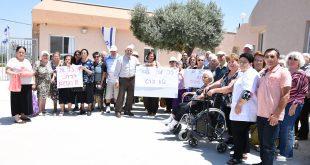 הפגנת הצוות והקשישים בשבוע שעבר. מרכז יום לקשיש עכו (צילום: אושרי כהן)