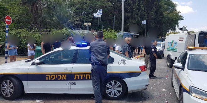 השוטרים עוצרים את החגיגה (צילום דוברות המשטרה)