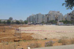 פסולת בניין גרוסה כמצע לחנייה (צילום: עצמי)