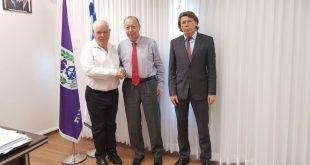 הקונסול הרוסי עם ראש העיר