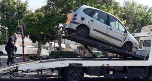 פינוי רכב נטוש (צילום: דוברות)
