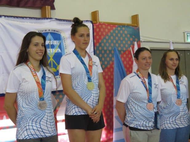 הזוכות בדקר על הפודיום. משמאל לימין: ניקול טל, ורה קנייבסקי, אניה לונדון, קטיה דוידזון.