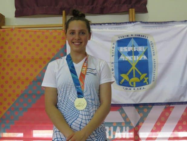 ורה קנייבסקי עם מדליית הזהב