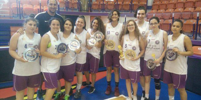 קבוצת הנערות של עירוני נהריה, חוגגת אליפות (צילום: סבינה פוסטולסקי)