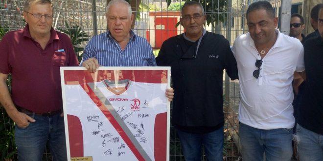 ראש העיר פלוט מעניק לאל סולטן
